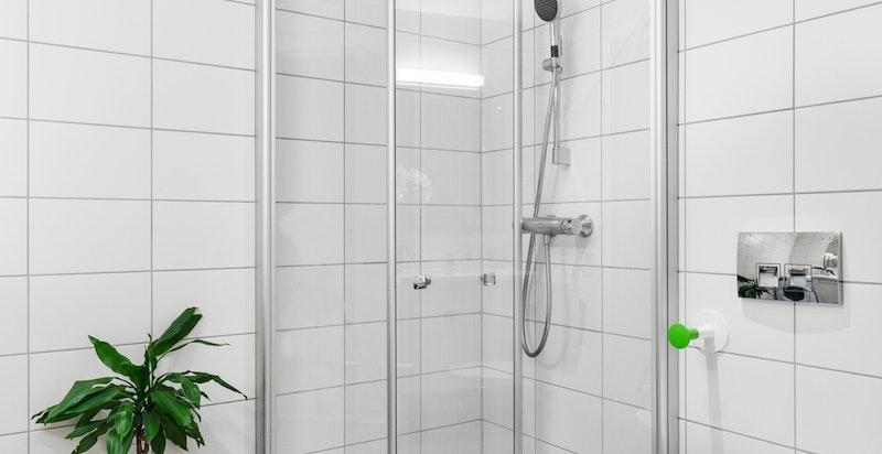 Flislagt bad med hjørnedusj og innfellbare dusjdører