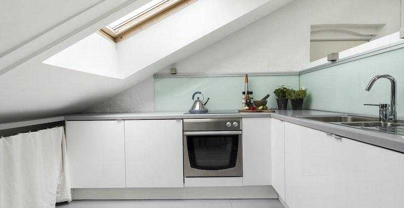 Kjøkken i moderne design med integrerte hvitevarer