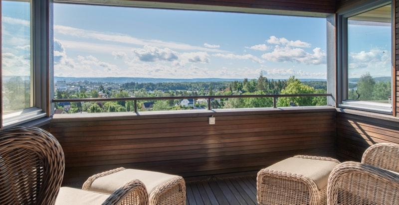Balkong i 2. etasje med flott utsikt