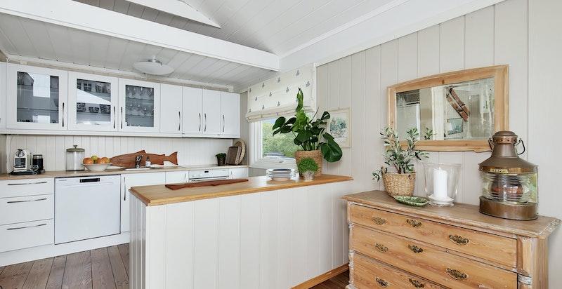Kjøkken med delvis åpen løsning