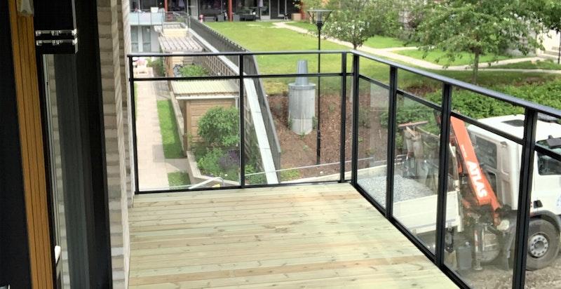 Bilde tatt av balkongen.