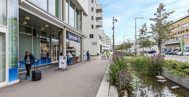 Kort gangavstand til servicetilbud og butikker i nærmiljøet.