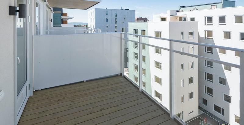 Balkong med flott utsikt og sol hele ettermiddagen