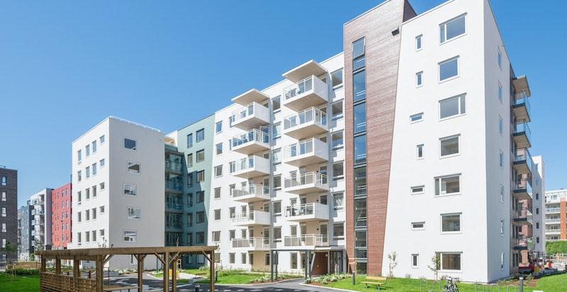 Fasade og pent opparbeidede fellesarealer