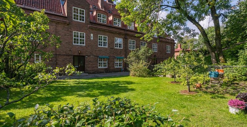 Fasade sett fra hagen