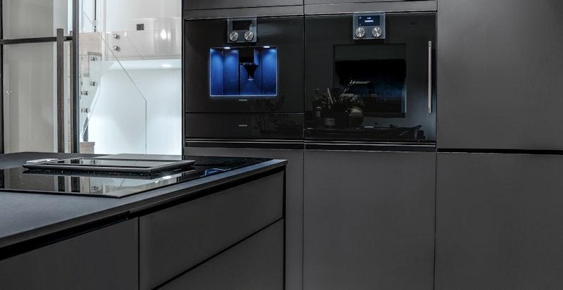 Detaljbilde kjøkken. Integrerte hvitevarer fra Siemens og Gaggenau.