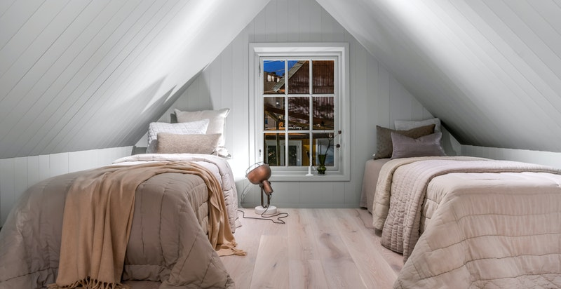 Rom i 2. etasje kan benyttes som soverom og/eller ekstra stue