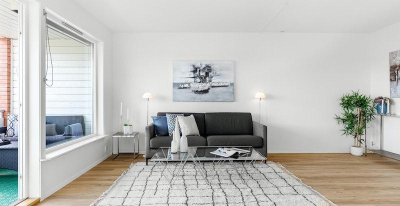 Leiligheten er pusset opp i 2019, med bl.a. nymalte overflater, nyoppusset bad og nytt gulv i entré og stue