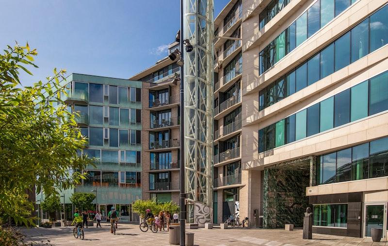 Flott leilighet i 5. etg. med heis, stor balkong, fjordutsikt, garasje og felles takterrasse