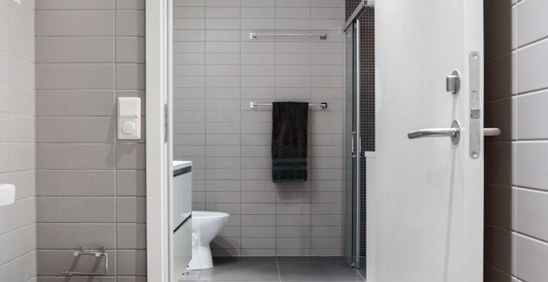 Fra badet med sep. wc med dør fra begge sider