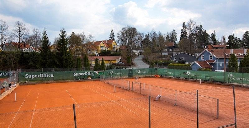 Tennisbanene på Hemings anlegg