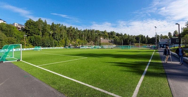 En av fotballbanene på Hemings anlegg