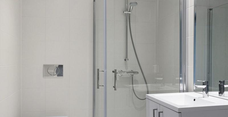 Hovedbadet har opplegg til vaskemaskin/tørketrommel.