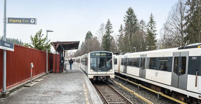 Området gir mulighet for offentlig kommunikasjon via buss og T-bane, hvorav nærmeste holdeplass er Holmen og ligger ca. 500 meter fra boligen