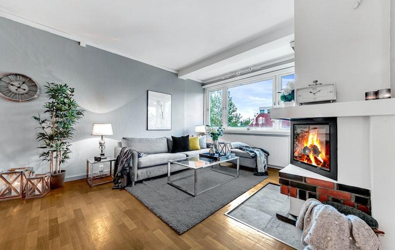Velkommen til denne lyse og pene selveierleiligheten beliggende stille på populære Holmen