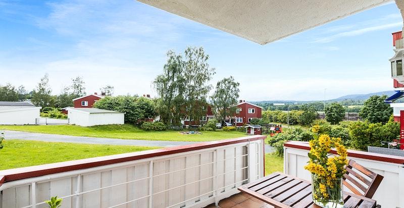 Hyggelig veranda med fint vesttvendt utsyn