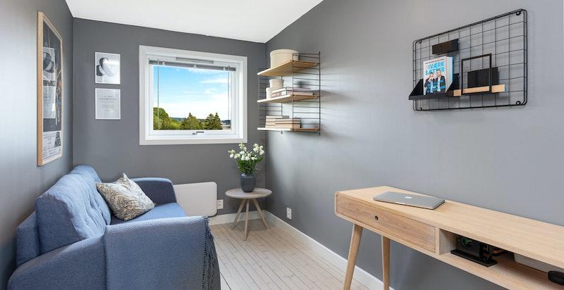 Soverom 3 som er perfekt som barnerom, kontor, gjesterom eller lignende. Plass til både seng og garderobeskap.