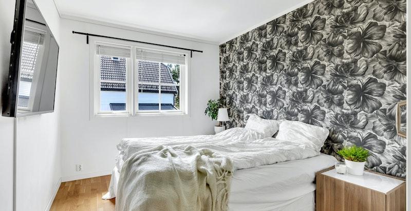 Hovedsoveromm med mulighet for større seng og garderobe
