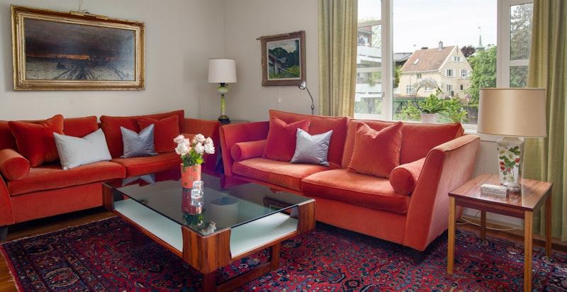 Hyggelig stue med peis