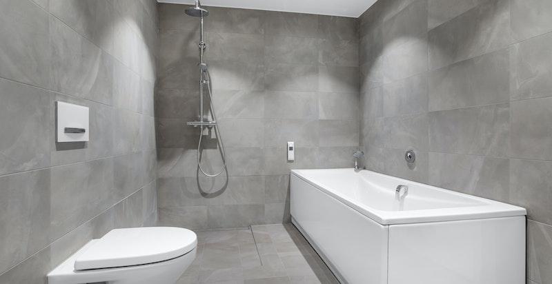 Leiligheten har tre delikate bad og et separat vaskerom