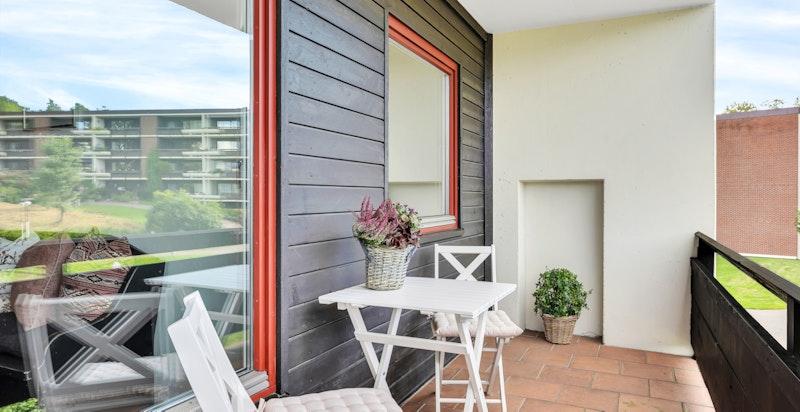 Hyggelig balkong ut fra spisestuen med morgen-/formiddagssol