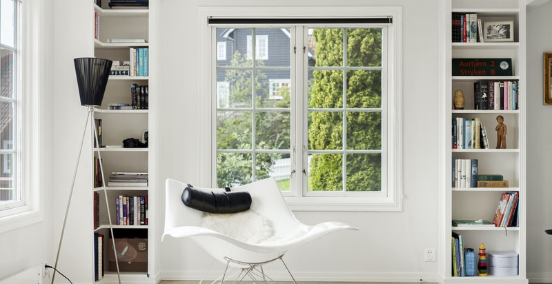 Store vindusflater i hele boligen
