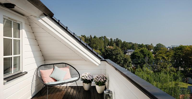 På balkonngen er det sol til kl. 20:00 sommerstid