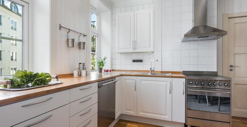 Kjøkkenet er utstyrt med hvitevarer fra Smeg