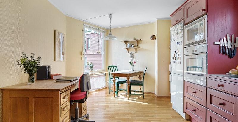 Plass til spisebord på kjøkkenet