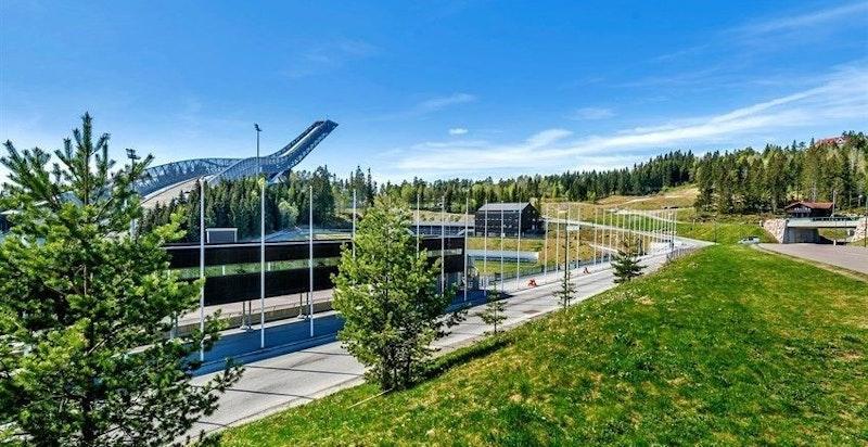 Holmenkollen riksanlegg en kort kjøretur unna
