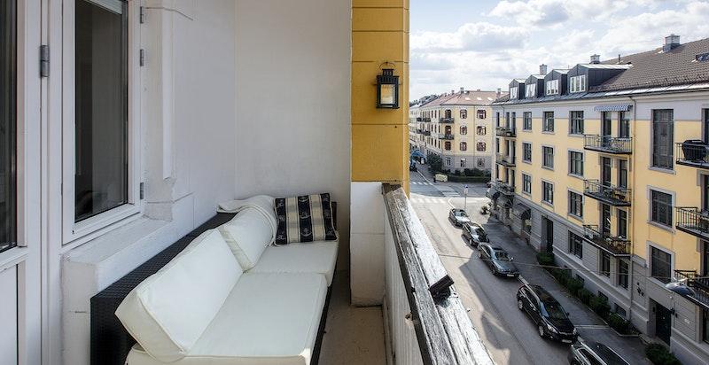 Lun og flott balkong med gode solforhold (ca. 4,5 kvm)