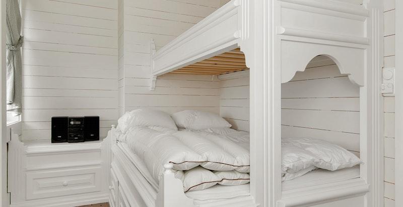 Soverom 4 med plassbygget seng