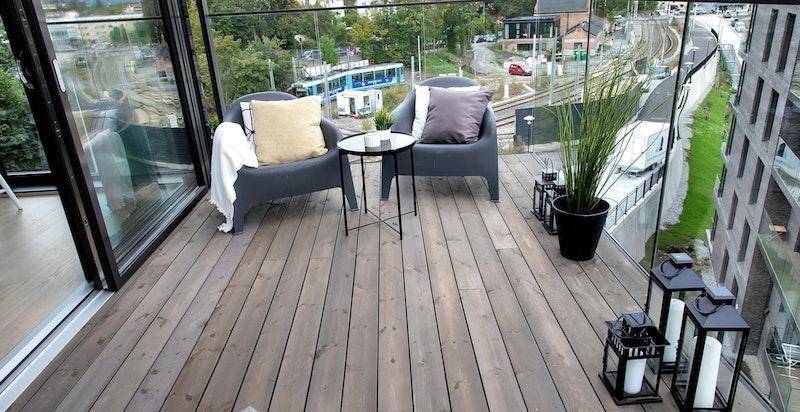 Balkongen er på hele 12 m²