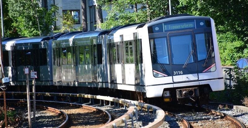 Ris T-banestopp ligger 250 meter unna og banen tar deg til Nationaltheatret på 10 min og til Holmenkollen på 15 min