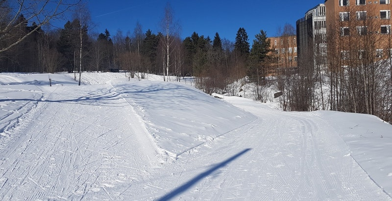 Turløyper langs Sognsvannsbekken starter fra Gaustad, noen hundre meter fra eiendommen. Populært utgangspunkt for ski, jogging, gange og sykling (sti eller grus).