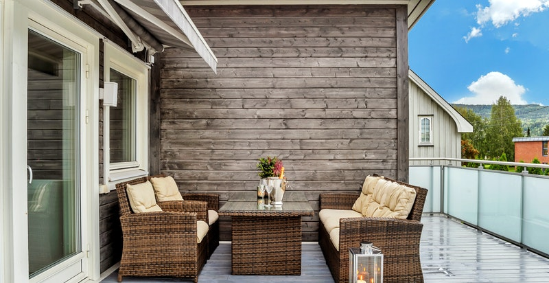 Terrassen er på hele 44 kvm med gode møbleringsmuligheter.