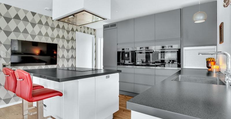 Boligen har i tilknytning til kjøkkenet spiskammers på ca. 2,6 kvm for lagring av tørrvarer.