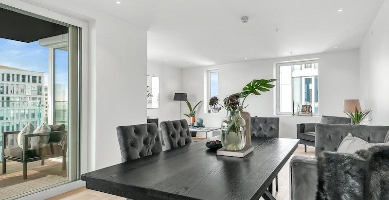 Hoveddelen i leiligheten er et åpen rom med kjøkken, spisestue og stue. Det er vannbåren varme i alle rom