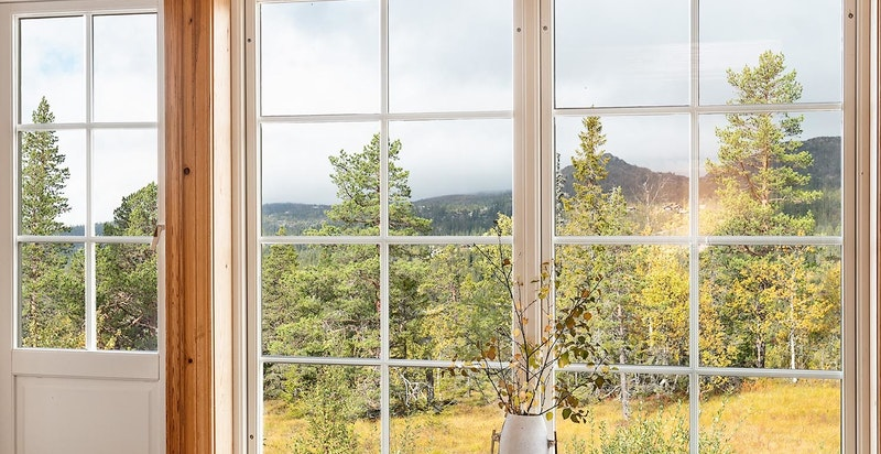 Spa anlegg med jacuzzi. Flott utsikt og egen utgang til terrasse, bad og badstue