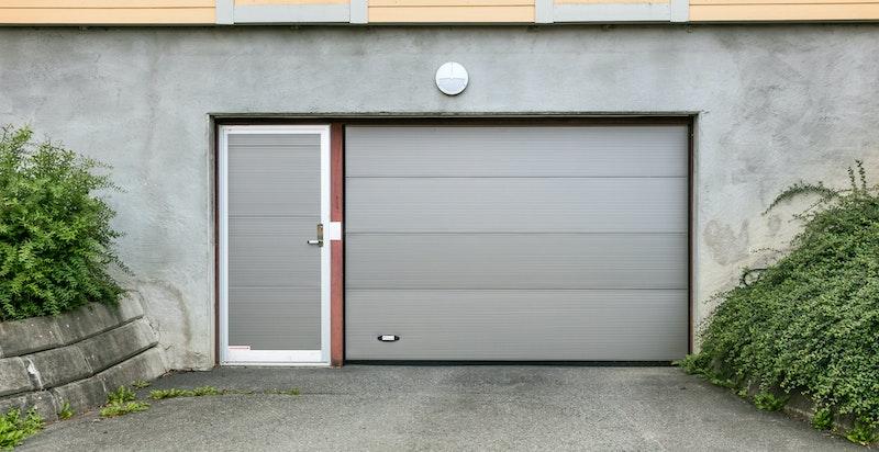 Garasjeplass rett ved leiligheten