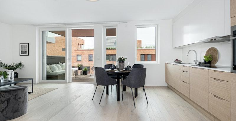 I tillegg har leiligheten balansert ventilasjonsanlegg som sikrer deg den temperaturen du ønsker på de forskjellige rommene.