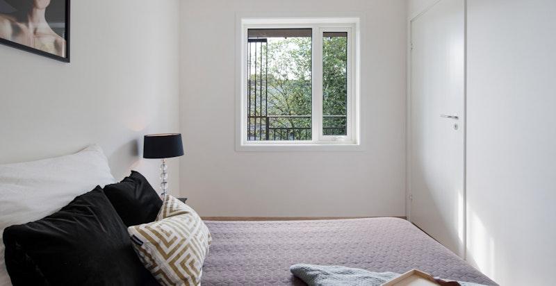 Soverom med to innganger til rommet, for maksimal utnyttelse av arealet.