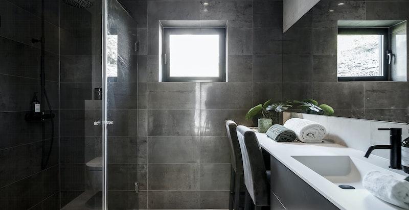 Bad med opplegg for vaskemaskin og tørketrommel