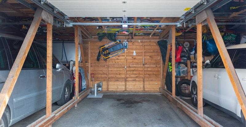 Innvendig i garasjen