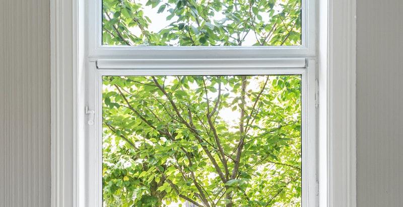 Store og flotte vinduer - isolerglasset er nytt fra 2016