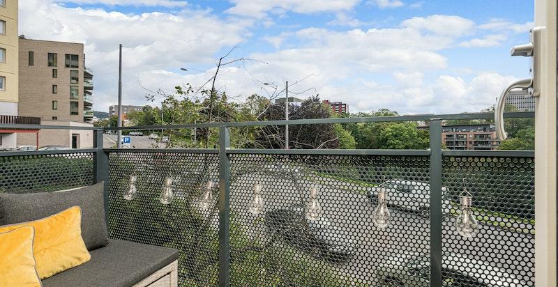 Balkong med frodig og grønt utsyn