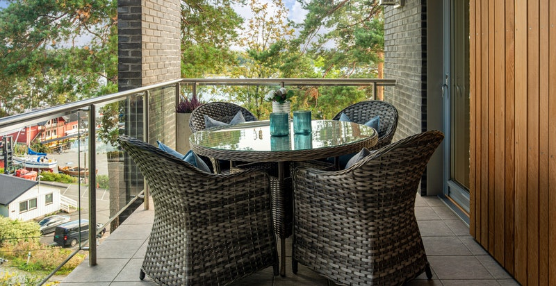 den hyggelig terrassen utenfor kjøkkenet