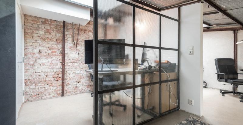 Kontor 1: med plass til to pulter (med dagens bruk).