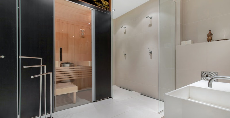 Stort dusjbad med badstue