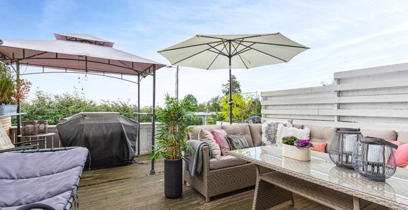 Usjenert terrasse med gode solforhold
